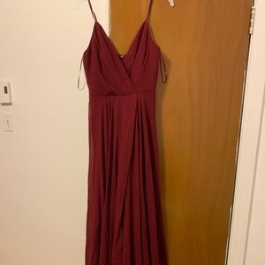 Chic long dress for a prom or an other event.